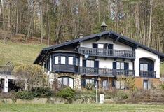 Ountry huis Ð ¡ dichtbij Augsdorf royalty-vrije stock afbeelding