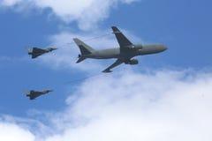 2 ouragans réapprovisionnant en combustible dans le ciel Images libres de droits