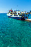 OURANOPOLIS, GRECIA - 5 GIUGNO 2009: Navi da crociera turistiche in b Fotografie Stock Libere da Diritti