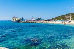 OURANOPOLIS, GRECIA - 5 GIUGNO 2009: Navi da crociera turistiche in b Immagine Stock Libera da Diritti