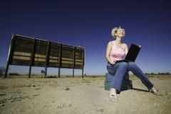 ourdoors laptopów kobieta Zdjęcie Stock