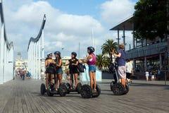 Ourist na Segway wycieczce turysycznej przy Portowym Vell Barcelona Obrazy Royalty Free