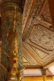 Ouro bonito e teto embutido fotos de stock