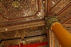 Ouro bonito e teto embutido foto de stock