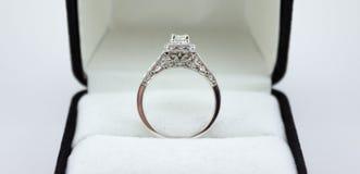 Ouro branco bonito um quilate Diamond Wedding Ring Imagens de Stock
