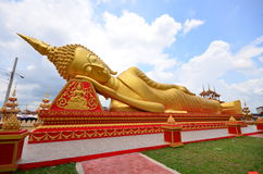 Ouro Buddha de reclinação. Fotos de Stock Royalty Free