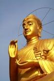 Ouro buddha no estilo chinês. Imagens de Stock
