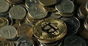 Ouro cripto Bitcoin da moeda - BTC - moeda do bocado Moedas criptos de Bitcoin da moeda dos tiros macro Tecnologia de Blockchain vídeos de arquivo