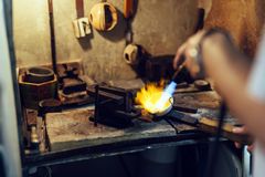 Ouro da soldadura do joalheiro Foto de Stock
