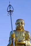 Ouro de China da Buda em um fundo azul foto de stock royalty free