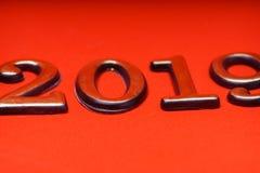 Ouro 2019 do molde do projeto de cartão na rotulação vermelha Fotografia de Stock Royalty Free