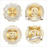 Ouro e celebração dos anos dos crachás brancos do aniversário 50th Foto de Stock