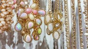 Ouro e colar branca Imagem de Stock Royalty Free