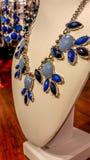 Ouro e colares azuis Fotos de Stock Royalty Free
