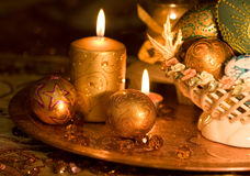 Ouro e velas do ovo de Easter Fotografia de Stock