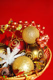 Ouro elegante e ornamento vermelhos. fotos de stock