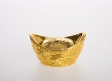 Ouro ou símbolos chineses do meio do lingote do ouro da riqueza e da prosperidade Fotografia de Stock