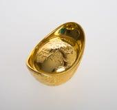 Ouro ou símbolos chineses do meio do lingote do ouro da riqueza e da prosperidade Foto de Stock