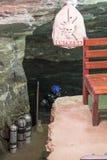 OURO PRETO, БРАЗИЛИЯ - 27-ОЕ ИЮЛЯ: Человек подготавливает нырнуть в пропуск Стоковая Фотография