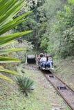 OURO PRETO, EL BRASIL - 14 DE JULIO: El teleférico de los turistas desciende en el th Fotos de archivo libres de regalías