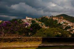 Ouro Preto, Minas Gerais, Brasilien: Alte Kolonialh?user in der Mitte der alten Stadt UNESCO-Welterbe stockfotografie
