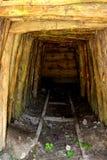 Ouro - túnel romano velho na mina de ouro Rosia Montana, a Transilvânia foto de stock