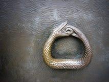 Ouroboros symbolfoto Arkivfoto