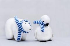 Ours blanc et pingouin Images libres de droits