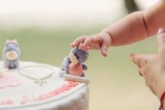 Ours contagieux de bébé de gâteau Image stock