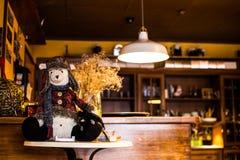 Ours d'hiver dans le caffee image libre de droits