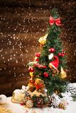 Ours de jouet dans l'intérieur de Noël Photographie stock libre de droits