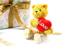 Ours de nounours avec le coeur d'amour Photographie stock libre de droits