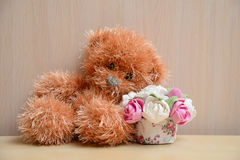 Ours de nounours avec un bouquet Photos stock