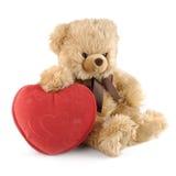 Ours de nounours avec un grand coeur rouge Image stock