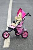 Ours de nounours dans la poussette Photographie stock libre de droits
