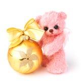 Ours de nounours dans le style classique de vintage avec le jouet de Noël Photographie stock libre de droits