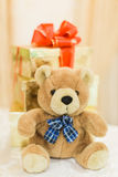 Ours de nounours de décor de mariage au restaurant avec toutes les beauté et fleurs Photo stock