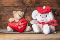 Ours de nounours et un coeur avec les mots je t'aime Images stock