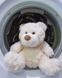 Ours de nounours la machine à laver photos libres de droits