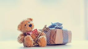 Ours de nounours mignon, touche fonctions étendues et beau cadeau sur le merveilleux Image libre de droits
