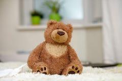 Ours de nounours, ours de nounours seul dans la maison Image libre de droits