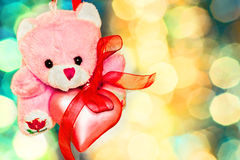 Ours de nounours rose avec le plan rapproché rose de coeur Photographie stock