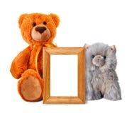 Ours et chaton de jouet avec le cadre de photo Photo libre de droits