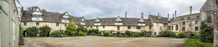 Ourtyard Tudor C Panorama Lizenzfreie Stockfotografie