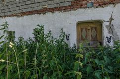 ouse με μια πόρτα εισόδων grownup στοκ φωτογραφίες