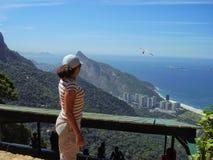 Out w błękit turystycznego yonder bierze zrozumieniu szybowniczego lot przy Rio fotografia royalty free