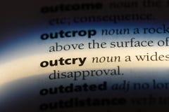 outcry arkivfoton