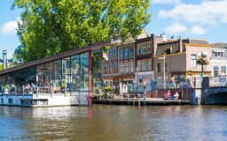 Outdoor cafe on Galgewater canal in Leiden, Netherlands Royalty Free Stock Photos