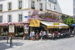 Outdoor cafe in Montmartre, Paris, France stock photography