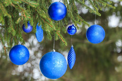 Outdoor Christmas navy blue glitter bauble Royalty Free Stock Photography